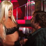 Jennifer Aniston gives Jason Sudeikis a lap dance in We're The Millers