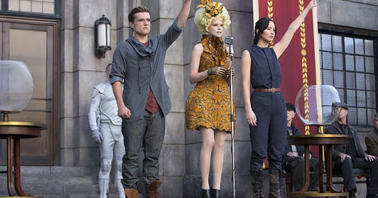 Elizabeth Banks as Effie gets to wear some awesome costumes in The Hunger Games: Catching Fire