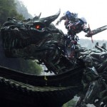 Optimus riding a boring Grimlock in Transformers: Age of Extinction