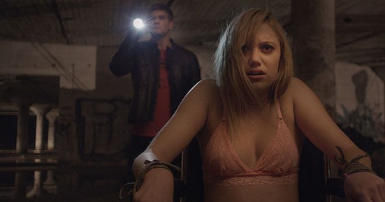 Maika Monroe and Jake Weary in It Follows