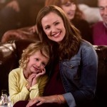 Giselle Eisenberg and Jeniffer Garner in Danny Collins