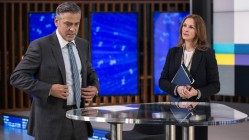 George Clooney and Julia Roberts in Money Monster